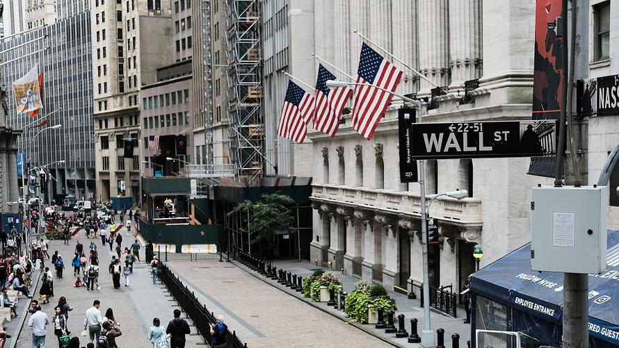 لماذا تعد بورصة وول ستريت مؤثرًا رئيسيًا على الاقتصاد - الاقتصاد الأمريكي والعالمي - مجموعة من تكتلات شركات الوساطة المستقلة والكبيرة