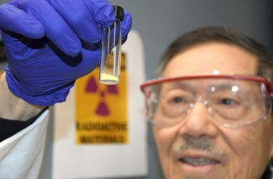 تطوير مادة كيميائية تعمل على التخلص من اليورانيوم في أجسام الفئران تركيب مادة في المختبر قادرة على التخلص من اليورانيوم الإشعاع