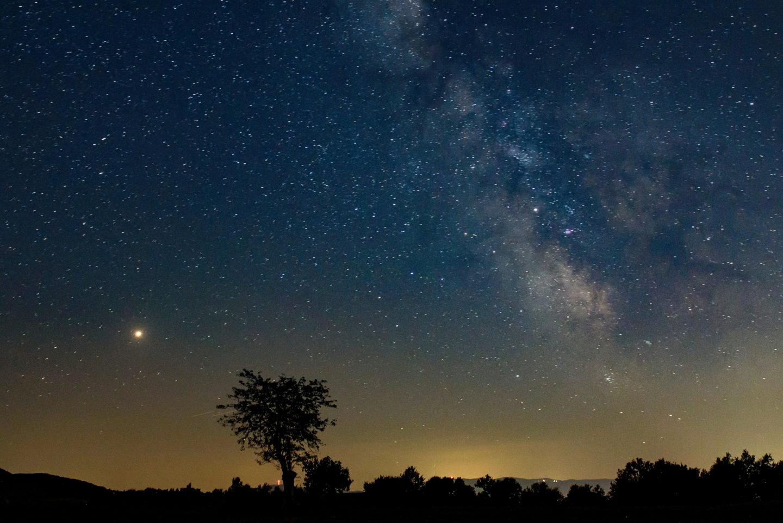 كيف تبدو النجوم عند مشاهدتها من حافة المجموعة الشمسية؟
