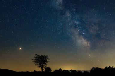 كيف تبدو النجوم عند مشاهدتها من حافة المجموعة الشمسية - مركبة نيو هورايزنز - أحد أجسام حزام كايبر الذي سمي أروكوث - كوكبة الأسد