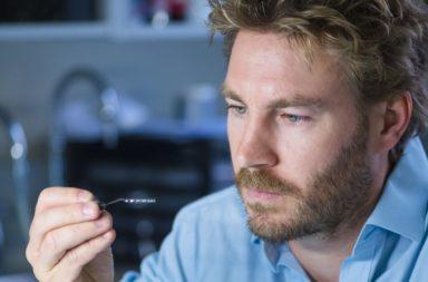 زرعة دماغية تمكن المصابين بالشلل من التحكم في الحاسوب - مساعدة مرضى شلل الأطراف العلوية ليتمكنوا من الكتابة على الحاسوب - جراحة دماغ مفتوح