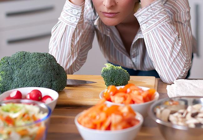 هوس الطعام الصحي: عندما تتحول الحاجة اليومية إلى هوس - اضطراب في الأكل يتميز أصحابه بهوسهم بالأغذية التي يرونها صحية حسب رأيهم