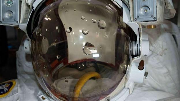 لوكا بارميتانو.. رائد الفضاء الذي كاد أن يغرق هناك - ما قصة الحادثة التي مر بها رائد الفضاء لوكا بارميتانو والتي كادت أن تودي بحياته؟