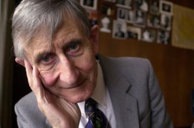 وفاة فريمان دايسون عالم الفيزياء الكمومية صاحب الخيال الخصب عن عمر 96 عامًا - مجال التفاعلات بين الضوء والمادة - كرة دايسون Dyson sphere