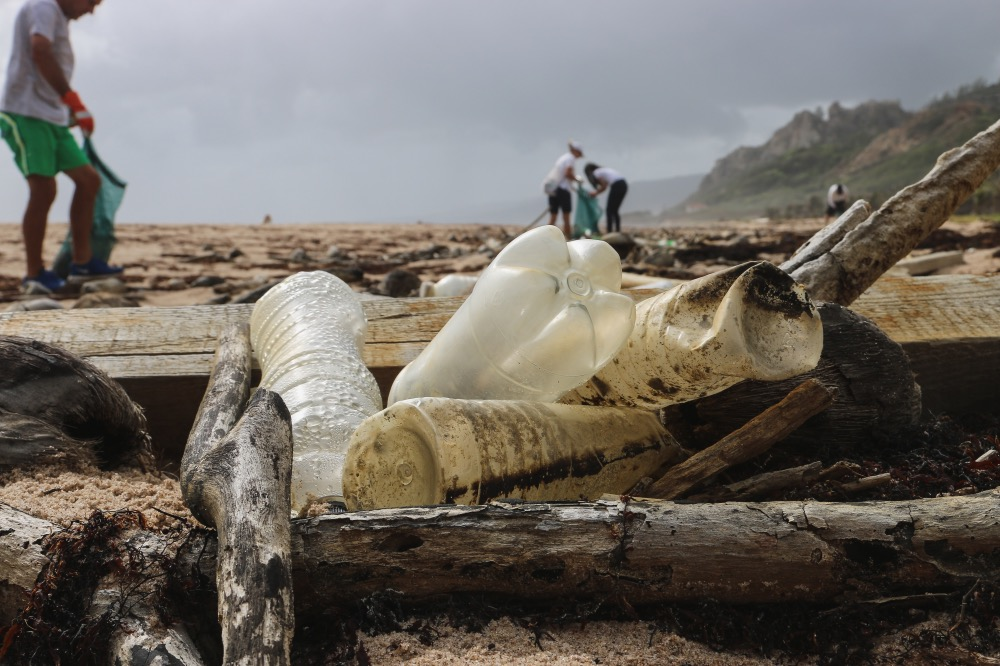 الحرب ضد البلاستيك تشتت انتباهنا عن تلوث غير مرئي