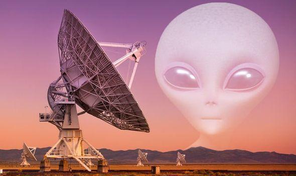 علماء الفلك يرصدون 8 إشارات راديوية قد تكون رسائل قادمة من حضارات فضائية
