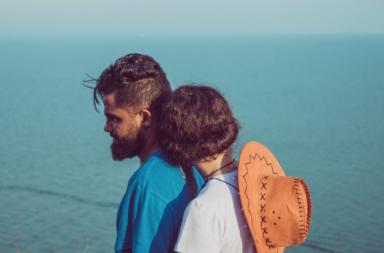 سبب اضطراب الشخصية التجنبية: اماذا يخاف بعض الأشخاص من الانخراط في علاقة حميمية؟ أعراض الخوف من الحميمية وكيف يمكن تخطيها؟