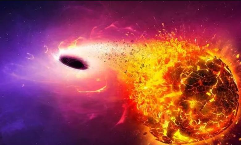 لماذا تعد الثقوب السوداء أكثر الأشياء رعبًا في الكون - الثقوب السوداء أماكن في الفضاء حيث تشتد الجاذبية لدرجة عدم السماح لأي شيء بالهرب منها