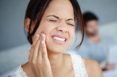 خلع الفك السفلي أو كسره: الأسباب والعلاج والوقاية - أسباب وأعراض وأعلاج الفك المكسور - الأسباب التي قد تؤدي إلى خلع الفك - أعراض خلع الفك