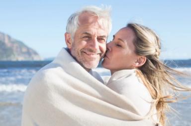لماذا ينظر الناس بازدراء تجاه العلاقات التي تتسم بالفروق العمرية أو الدينية - هل من الطبيعي وجود فروق عمرية بين الشريكين - العلاقات المتفارقة بالسن