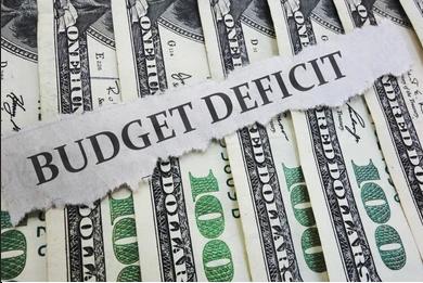 أي الدول تعاني أكبر عجز في الميزانية؟