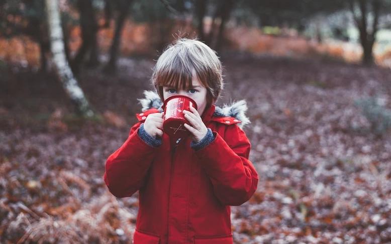 هل تعيق القهوة نمو أطفالك حقًا؟ العلم يجيب
