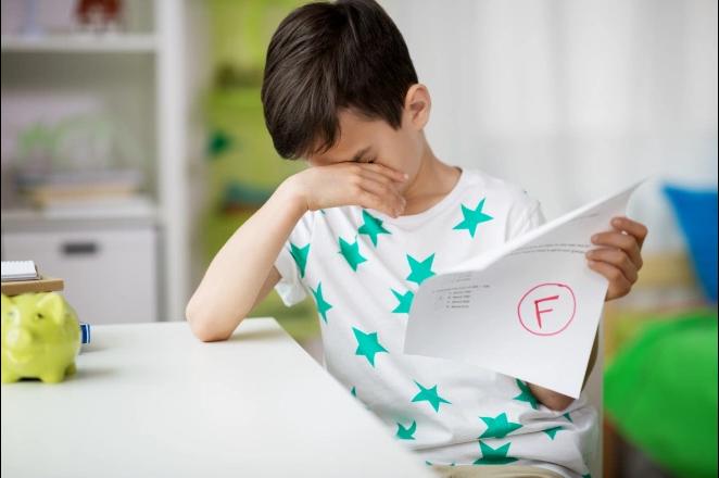 لماذا يجب أن تدع طفلك يفشل أحيانًا؟ - كيف يتعلم الأطفال من الفشل؟ - كيف تستطيع دعم طفلك ومساعدته على إبراز قوته والاستعداد للمستقبل؟ فشل الطفل
