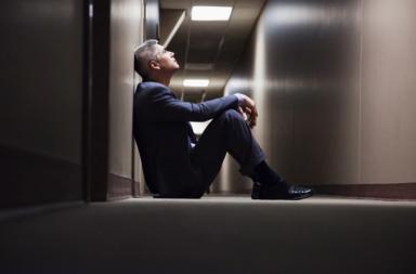 ما العلاقة بين الوحدة وارتفاع خطر الإصابة بالسرطان لدى الرجال في منتصف العمر؟ - العلاقة بين العزلة الاجتماعية وخطر الإصابة بالسرطان