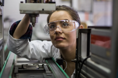 9 اختراعات رائدة أنجزتها النساء - سلسلة من الابتكارات الهامة التي أبدعتها مخترعات نساء - نساء قدمن مساهمات ساعدت على تطور التكنولوجيا في مجالاتهن