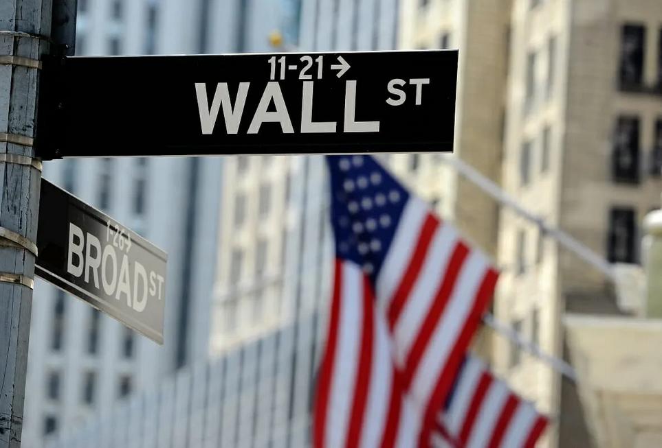 وول ستريت: حائط خشبي أمسى رمزًا للقوة الاقتصادية