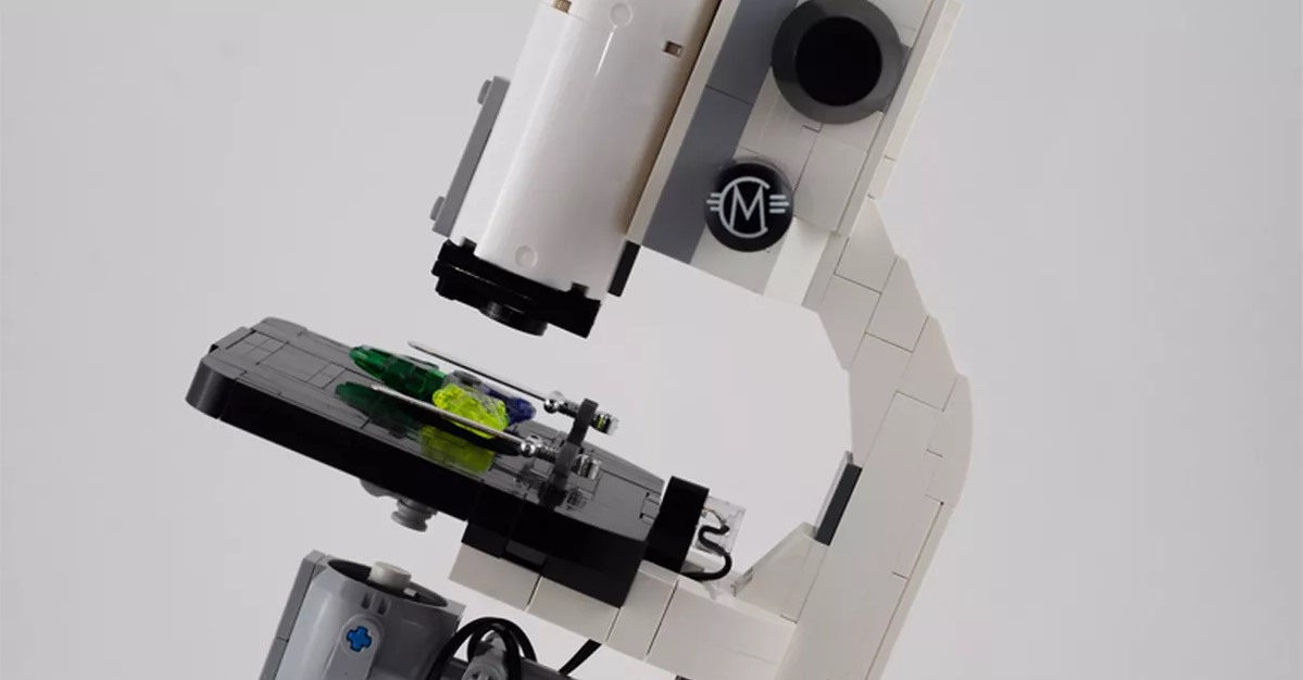 صناعة مجهر عالي الدقة باستعمال قطع الليغو