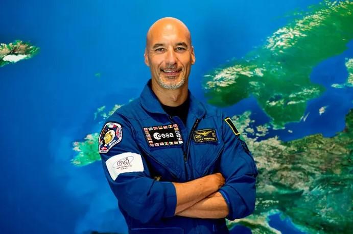 لوكا بارميتانو.. رائد الفضاء الذي كاد أن يغرق هناك