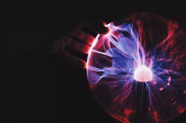 هل يستطيع العلماء صناعة نجم على الأرض؟ هل يمكن العلماء إنشاء نسخة مصغرة منها هنا على الأرض؟ ماهية النجوم وكيف يعمل الاندماج النووي