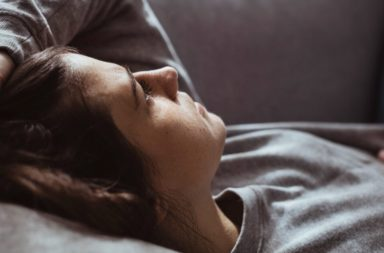 كيف نتعامل مع خسارة أحد الوالدين جراء مرض السرطان؟ - كيف نتجاوز الحزن الناشئ عن وفاة أحد الوالدين نتيجة الإصابة بمرض السرطان؟