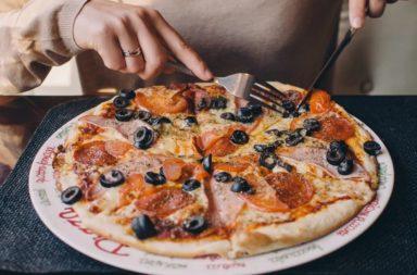مجموعة من الأطعمة التي إذا تناولتها يوميًا قد تسبب لك الشيخوخة المبكرة - الحفاظ على مظهر الشباب أو جعل الفرد يبدو أكبر سنًا حسب نوع الأكل