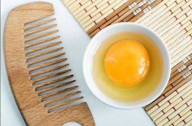 ما منافع صفار البيض للشعر؟ كيف تستخدم صفار البيض للشعر؟ هل توجد هناك مخاطر أو آثار جانبية محتملة نتيجة استخدام صفار البيض على الشعر ؟