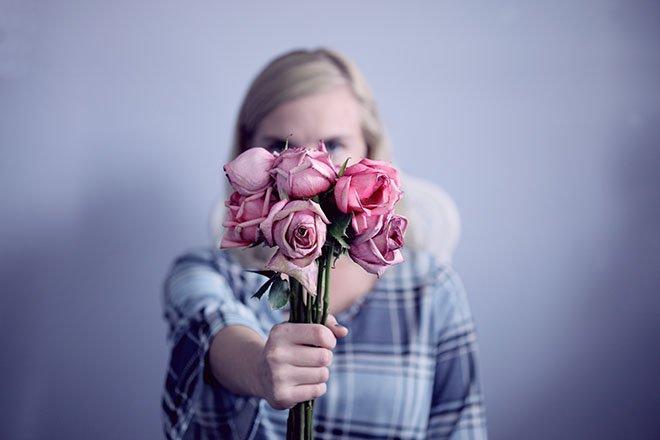 لماذا عليك التفكير مليًا قبل العودة إلى حبك السابق - إعادة النظر في العلاقات القديمة مشكلة - علاقاتنا السابقة وشركائنا السابقين