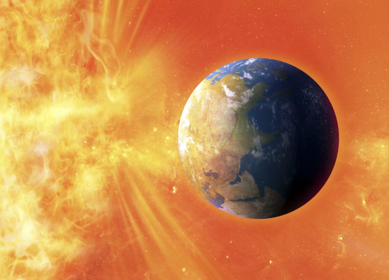 يزعم العلماء أن العواصف الشمسية المدمرة تضرب الأرض كل 25 عامًا!