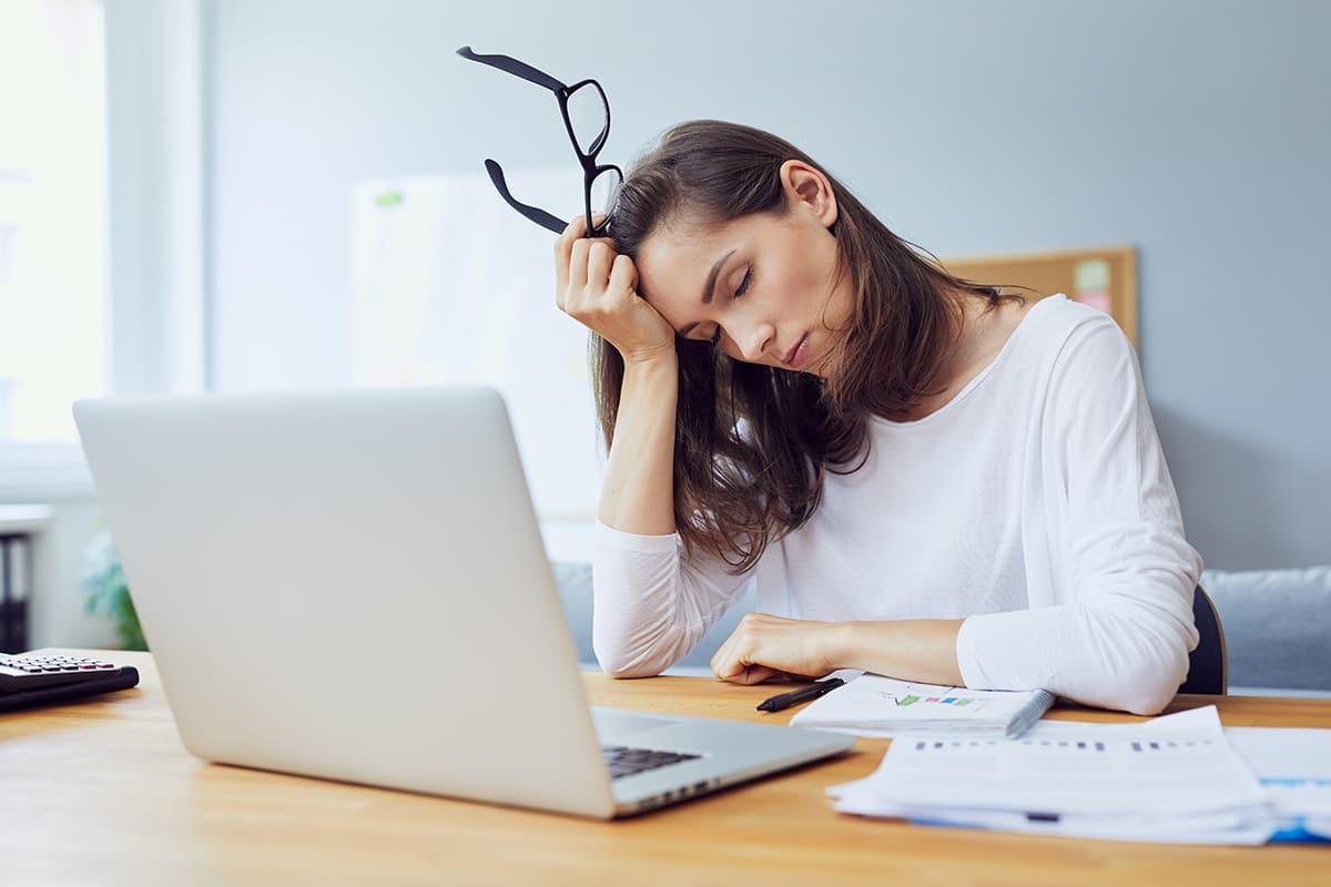 ما هي أسباب الشعور بالتعب و الإجهاد وما علاجه - نقص الطاقة - الشعور بالنعاس - قلة ممارسة التمارين الرياضية أو النظام الغذائي السيئ