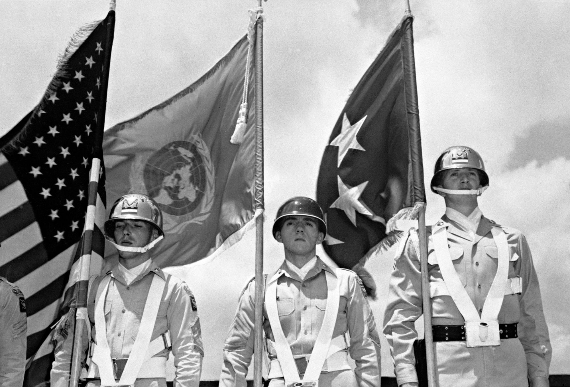 الحرب الكورية - حرب اندلعت على الحدود بين جمهورية كوريا الشعبية الديمقراطية في الشمال وجمهورية كوريا الجنوبية المدعومة غربيًا