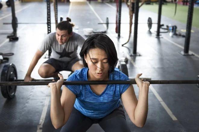 هل يمكن أن تتحول الشحوم إلى عضلات؟