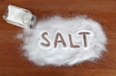 أبرز الاستخدامات العلاجية للملح - استخدام الملح من أجل تخفيف الألم وتسرع شفاء قرحات الفم - الاستخدامات الأخرى للمح التي تساعد في علاج بعض المشاكل
