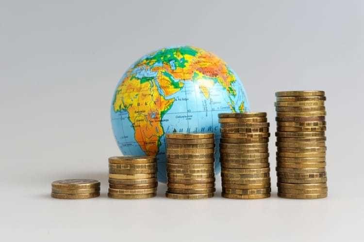 أعلى 10 دول دخلا في العالم بناءً على الدخل المتاح للفرد