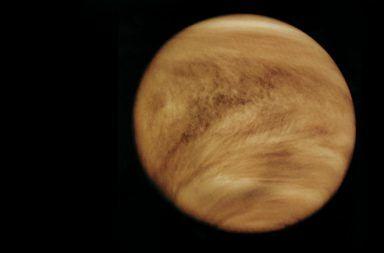 سبب دوران كوكب الزهرة عكس محوره