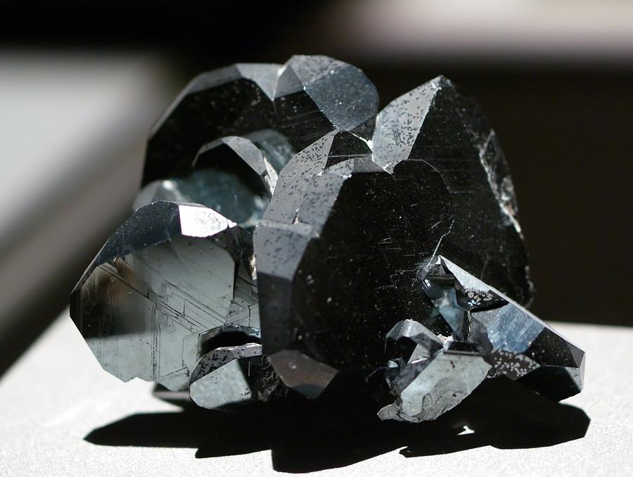المعدن الذي غير شكل العالم والمستخدم من العصر الحجري حتى وقتنا الحالي «الهيماتيت»