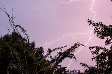 اكتشف العلماء وجود علاقة غريبة بين أشعة غاما و البرق العواصف الرعدية مراقبة أشعة غاما في العواصف الرعدية الشتوية ضربات البرق
