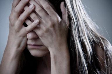 كيفية التعامل مع اكتئاب ما بعد الإجهاض - إنهاء الحمل ببعض المشاعر السلبية - مشاعر مختلطة بعد عملية الإجهاض - ردود الفعل النفسية والعاطفية عند النساء