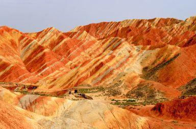 بعض الصخور هي ألواح شمسية طبيعية تحول الضوء إلى كهرباء نوع من الصخور قادر على توليد الكهرباء من ضوء الشمس خلايا شمسية طبيعية