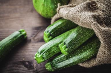 ما هي فوائد الكوسا - فصيلة النباتات القرعية - خفض مستويات السكر في الدم - تعزيز الهضم الصحي - مصدر غني بمضادات الأكسدة - تحسين صحة القلب - الكمية الغذائية