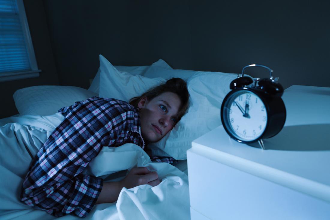 اضطرابات النوم: تأثيراتها خطيرة في الصحة - الاستيقاظ المتكرر لفترات قصيرة خلال الليل - الأرق وصعوبة النوم - النوم المتقطع وأسبابه