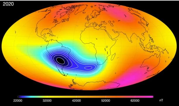 تُشير بيانات الأقمار الصناعية إلى حدوث انقسام في الشذوذ المغناطيسي جنوب الأطلسي. (جامعة الدنمارك التقنية، قسم العلوم الجيومغناطيسية)