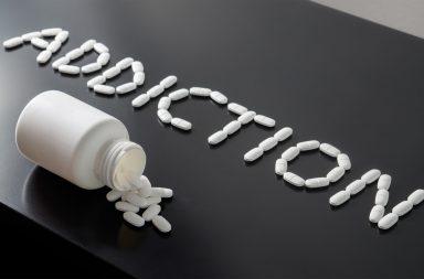 جميع أنواع الإدمان وطرق التعافي منه - تعاطي العقاقير المهلوسة - أنماط من السلوك القهري مثل التسوق والقمار - لماذا يدمن الإنسان على أشياء تضره