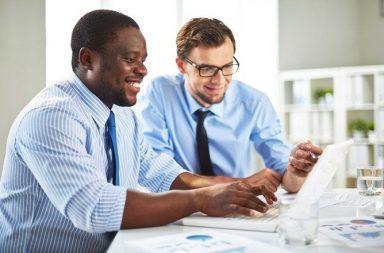 فخ النسبية: كيف يخدعنا المسوقون والمحلات التجارية عند إجراء المقارنات؟ - كيف يقنع مندوب المبيعات عملاءه بشراء منتجاته؟ - مهارة وفن التسويق