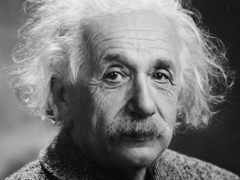 أجمل أقوال ألبرت أينشتاين وأشهرها