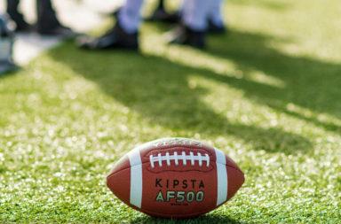 كيف تشرح أساسيات لعبة كرة القدم الأمريكية لمن لا يفهمها ؟ ما هي مبدئ لعب كرة القدم الأمريكية وما أدوار اللعبين وما هي شروطها؟