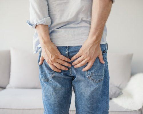 ألم المستقيم: الأسباب والعلاج - البواسير - الشق الشرجي - يقع المستقيم في الجزء السفلي من الأمعاء الغليظة وينتهي عند فتحة الشرج