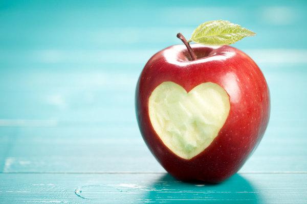 تفاحة يوميًا تبقي الطبيب بعيدًا، حقيقة أم خرافة؟