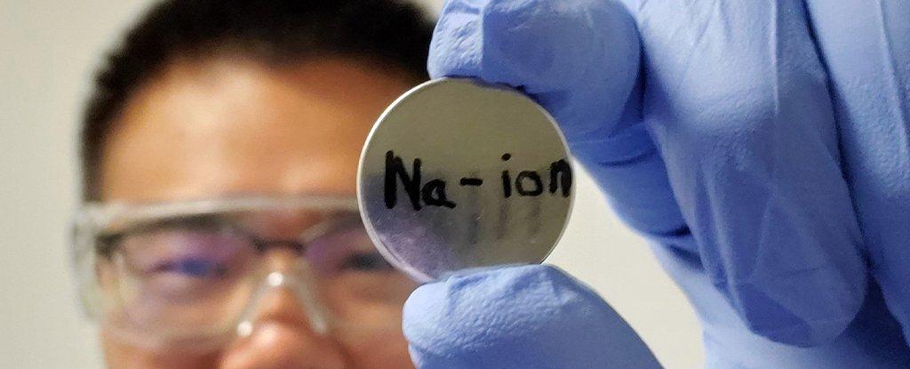 الإعلان عن بطارية أيون الصوديوم التي ستنافس بطارية أيون الليثيوم المتداولة - بطاريات أيون الليثيوم القابلة للشحن - التفاعل بين الإلكتروليت والمهبط