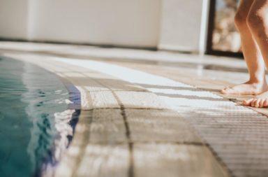إصابة مراهق برئة الحوض الساخن بسبب حوض السباحة الداخلي في منزله، إليك تفسير ما حصل - التهاب ناتج عن استنشاق الميكروبات من البخار - رئة الحوض الساخن