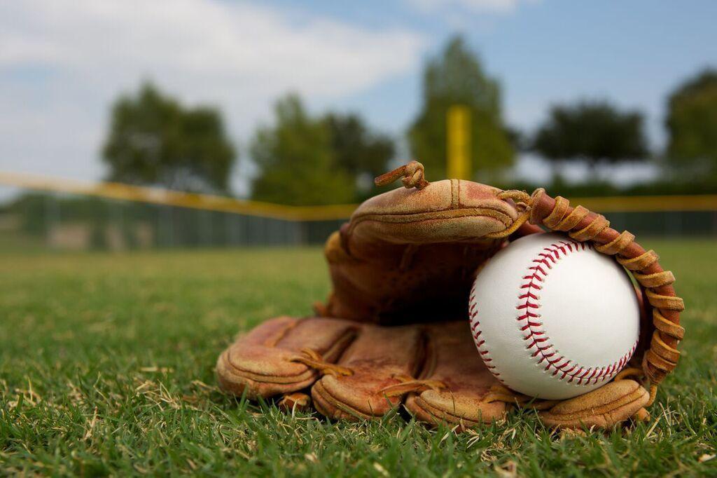 ماذا لو حاولت ضرب كرة بيسبول تتحرك بسرعة 90% من سرعة الضوء؟
